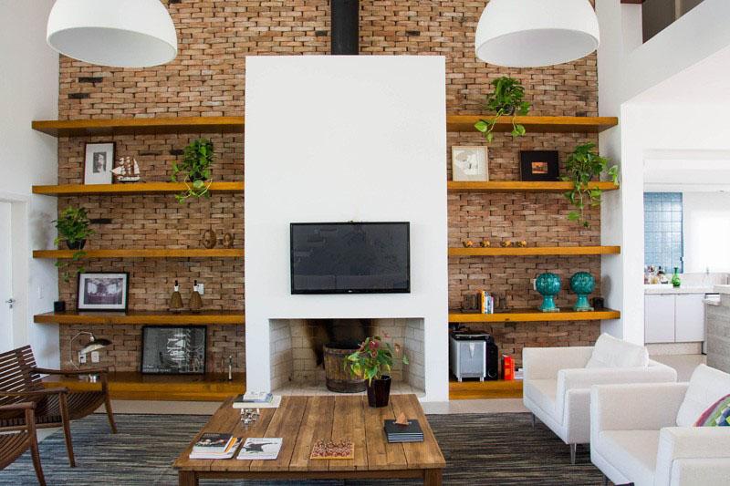 طراحی دیوار پشت تلویزیون با آجر