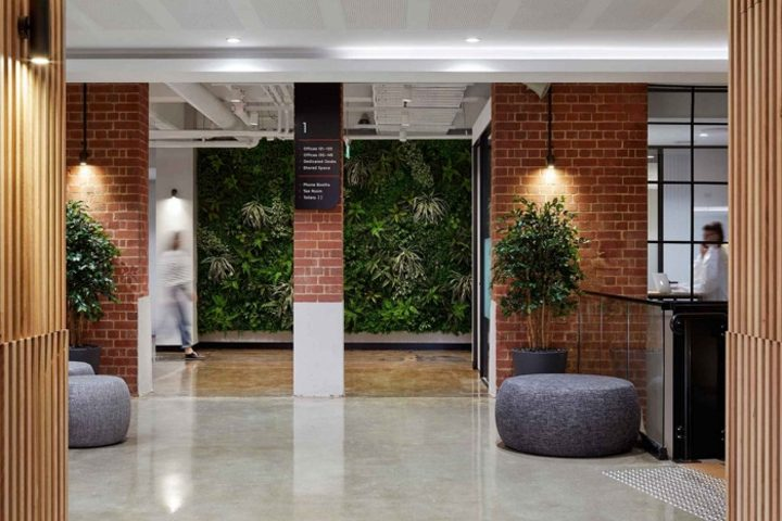طراحی داخلی شرکت با آجر