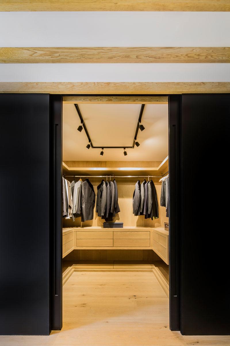 دیزاین داخلی با چوب و رنگ مشکی